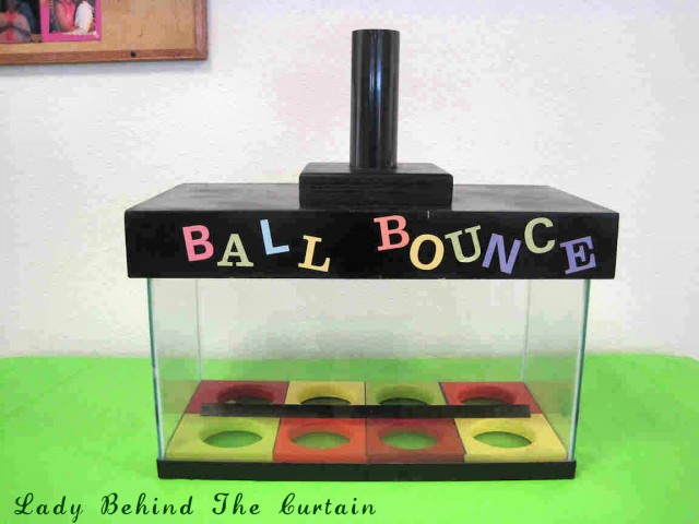 Lady Behind The Curtain - Ball Bounce Game