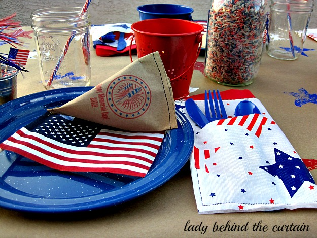 Lady-Behind-The-Curtain-Red-White-and-Blue-Celebration-Tables