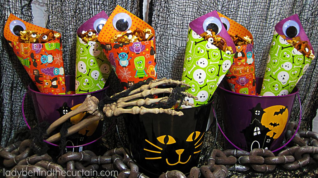 Spicy Halloween Caramel Corn Party Mix