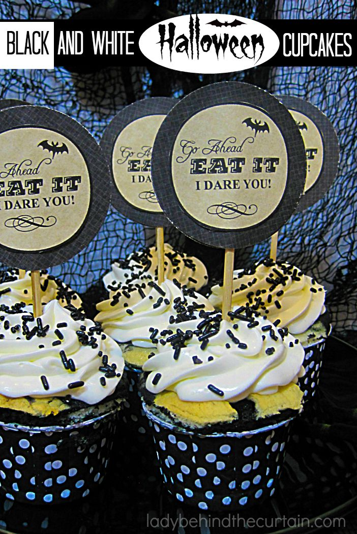 Halloween Black and White Cupcakes | These are perfect for any Halloween or New Years Party.