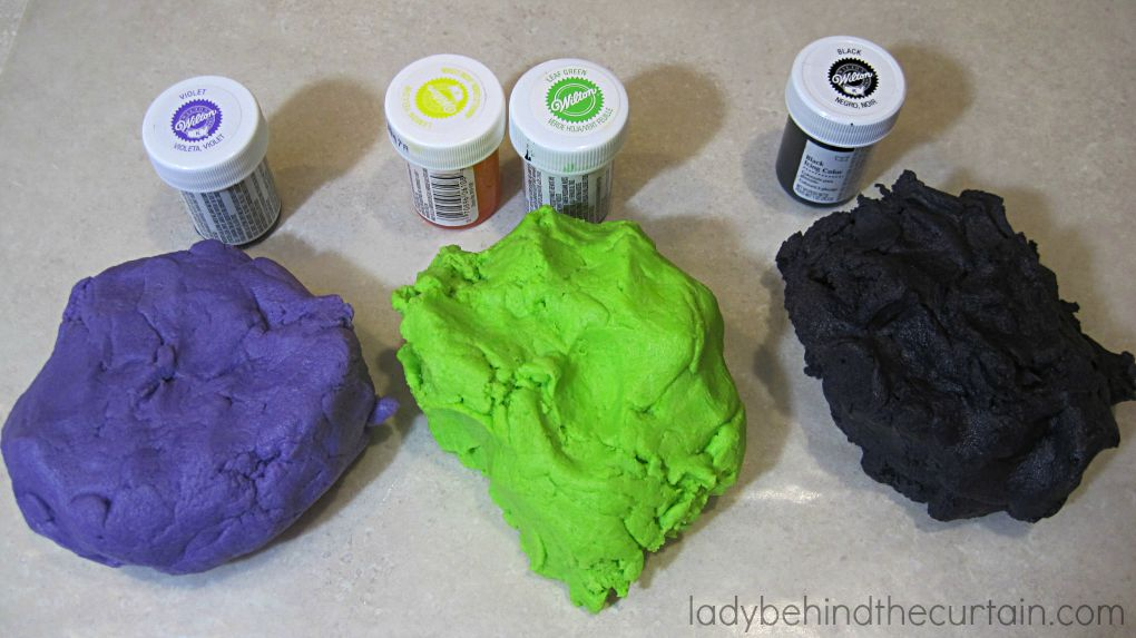 Witches Brew Halloween Butter Cookies | They literally melt in your mouth!
