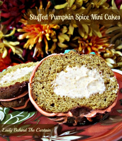 Lady-Behind-The-Curtain-Stuffed-Pumpkin-Spice-Mini-Cakes