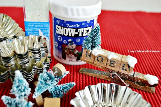Old Tart Tin Ornaments | Add a touch that cozy Country Christmas feel and make ornaments out of old tart tins.