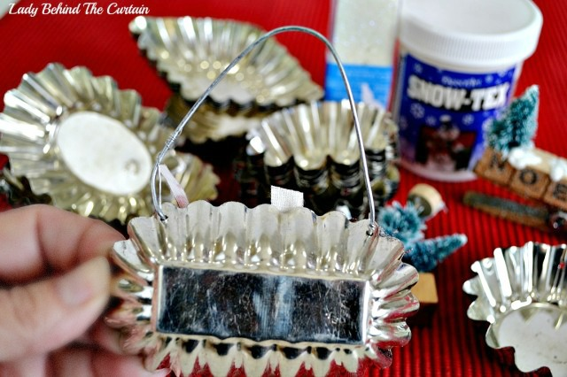 Old Tart Tin Ornaments   Add a touch that cozy Country Christmas feel and make ornaments out of old tart tins.