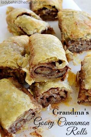 Grandma's Gooey Cinnamon Rolls | These old fashioned cinnamon rolls are more commonly called pie dough cinnamon rolls.