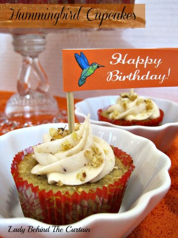 Lady-Behind-The-Curtain-Hummingbird-Cupcakes