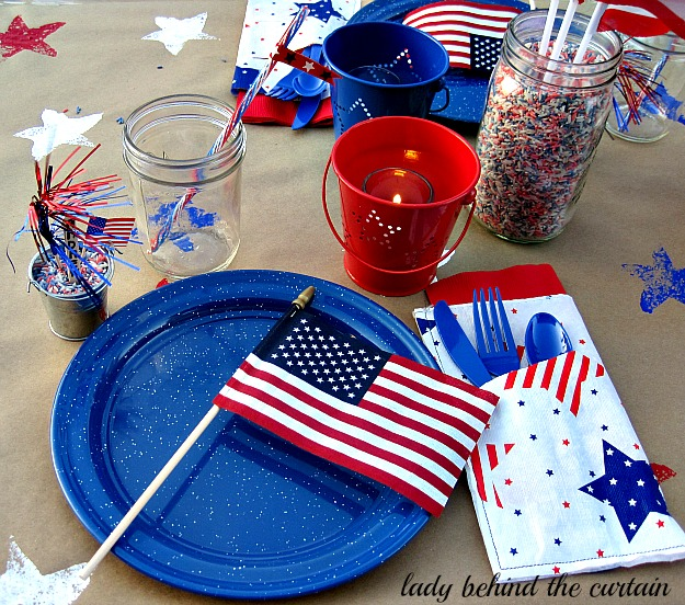 Lady-Behind-The-Curtain-Red-White-and-Blue-Celebration-Tables-11