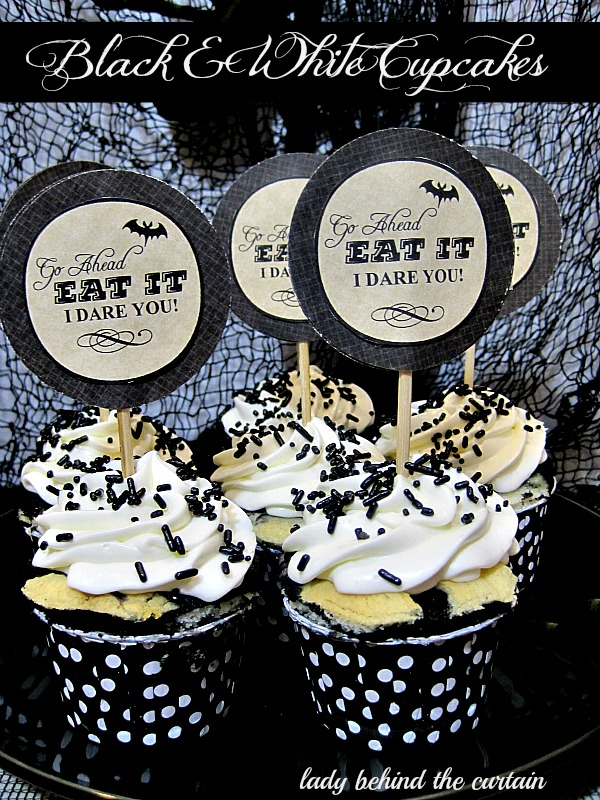 Lady-Behind-The-Curtain-Black-White-Cupcakes-8