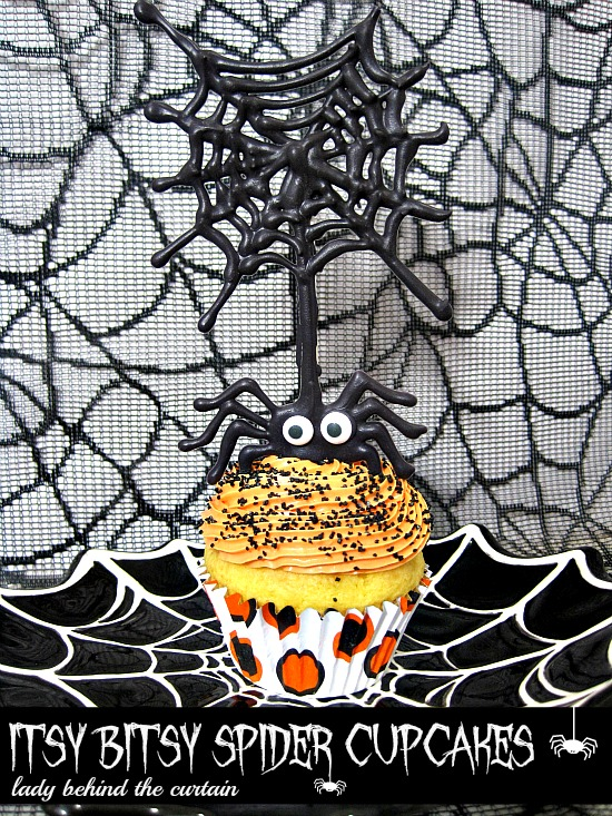 Lady-Behind-The-Curtain-Itsy-Bitsy-Spider-Cupcakes-10