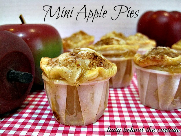 Lady-Behind-The-Curtain-Mini-Apple-Pies-5