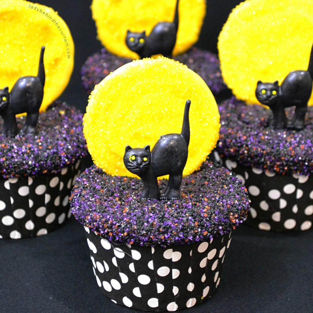 Pumpkin Spice Pudding Halloween Cupcakes