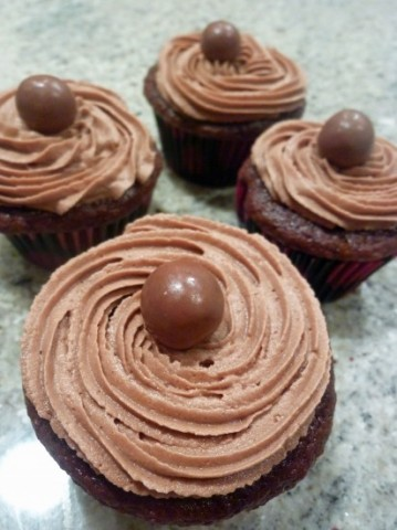 Chocolate-Malt-Cupcakes-412x550