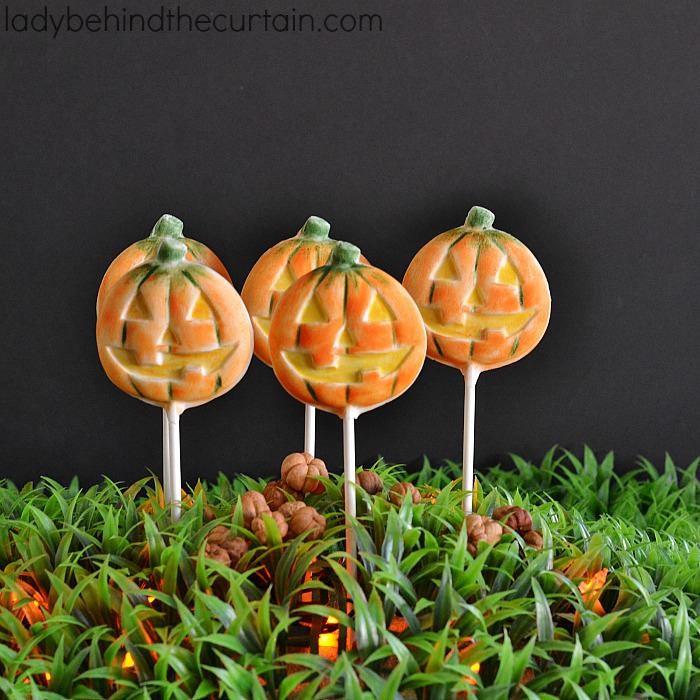 Brushed Halloween Pumpkin Pops | These super easy Halloween party favorites look like a professional made them.