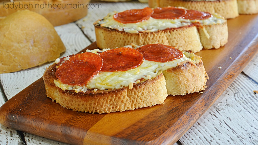 Toasted Bread Pizza Rounds   Serve up these crunchy flavorful appetizers to your hungry game watchers!