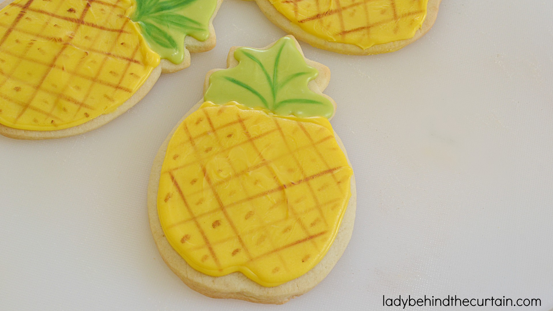 how to decorate sugar cookies with candy melts you wont believe how easy - How To Decorate Cookies