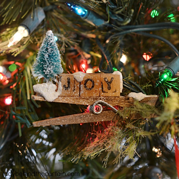 Clothespin Ornaments | Add a touch of warmth and country to your Christmas Tree this year with these homemade ornaments. Perfect as a Teacher gift, hostess gift or party favor. Create your own little snowy scene on top of a clothespin.