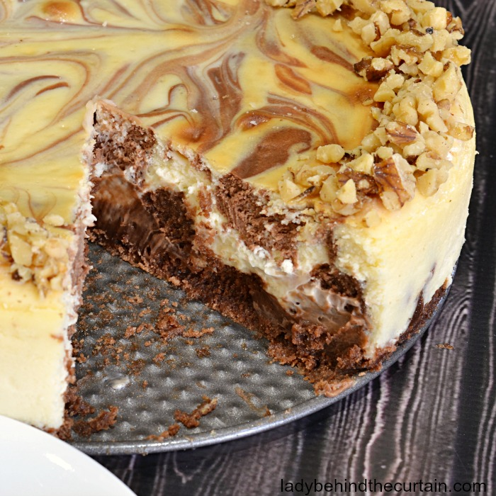 Brownie Swirl Cheesecake| chocolate desset, cheesecake, valentine's day dessert, brownie cheesecake recipe
