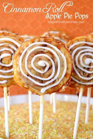 Cinnamon Roll Apple Pie Pops | fun party food, apple pie, cinnamon roll, easy freezer dessert, summer party dessert, game day dessert