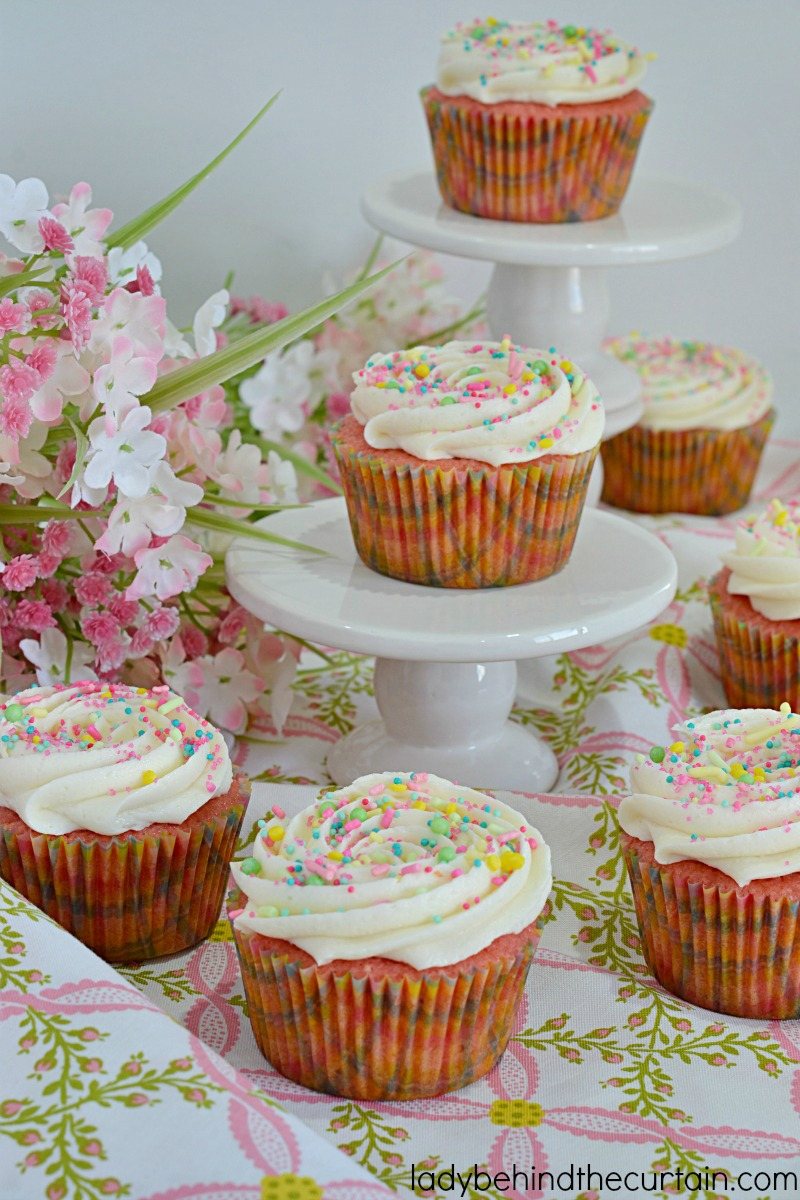 White Chocolate Frosted Strawberry Cupcakes