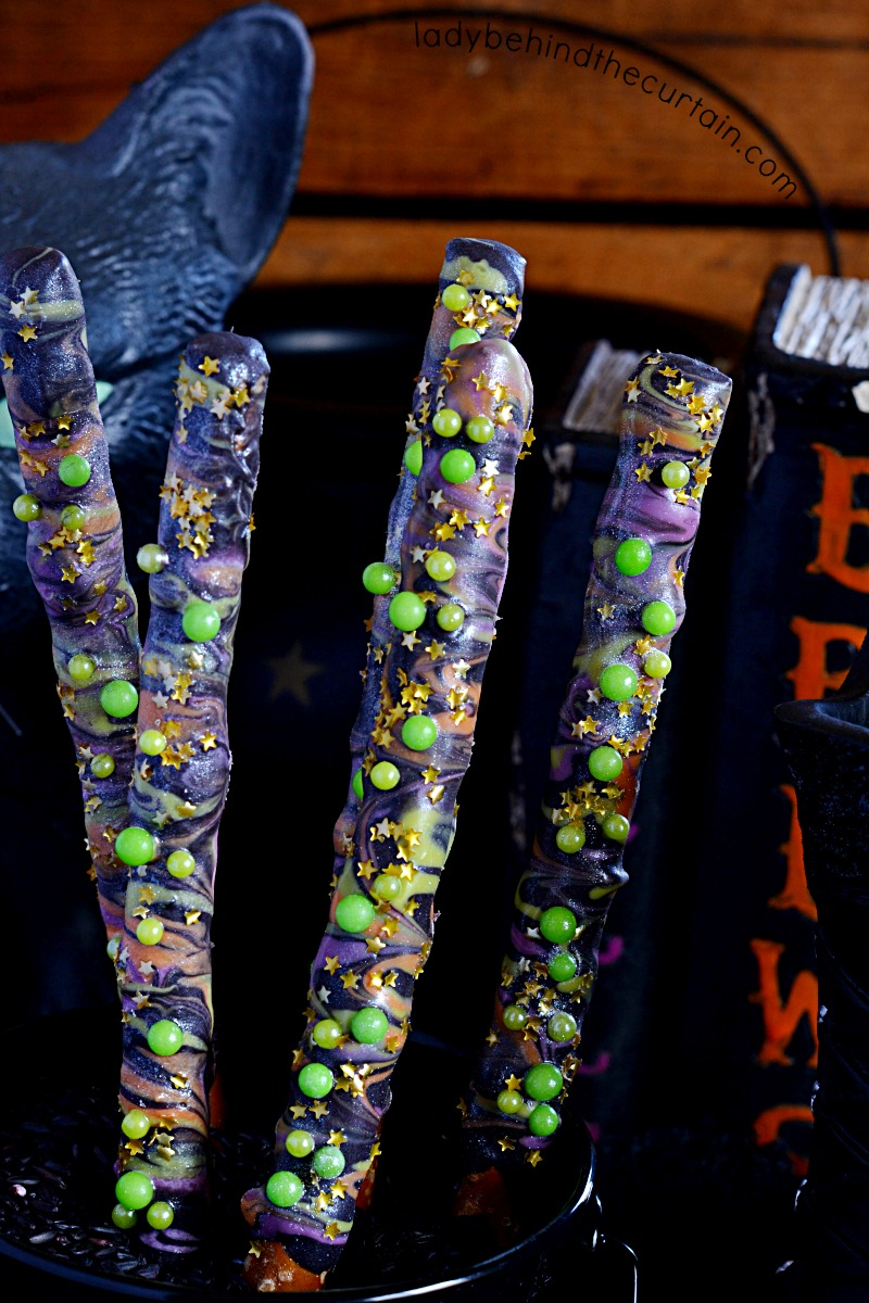 Hocus Pocus Halloween Decorated Pretzels