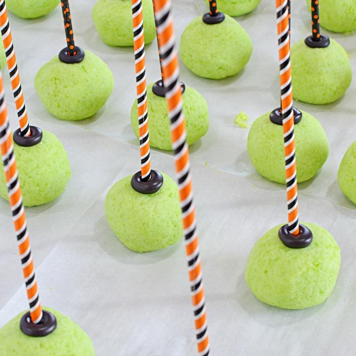 Witches Cauldron Cake Pops