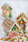 How to Make and Decorate a Mini Graham Cracker House Cake Topper