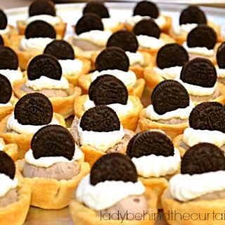 Cookies and Cream Mousse Mini Pies
