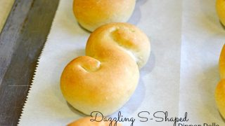 Dazzling S-Shaped Dinner Rolls