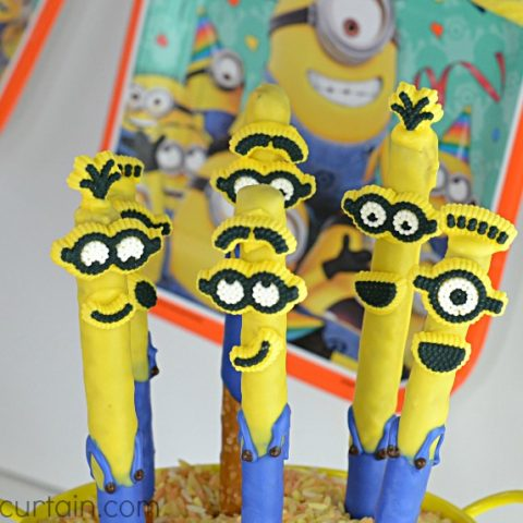 Easy Minion Pretzels