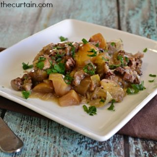 Slow Cooker Fruit and Pecan Dressing