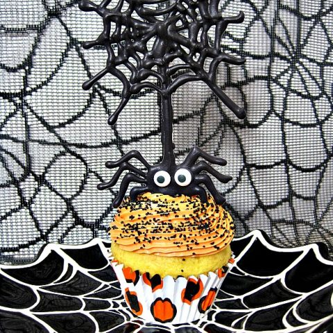 The Itsy Bitsy Spider Halloween Cupcakes