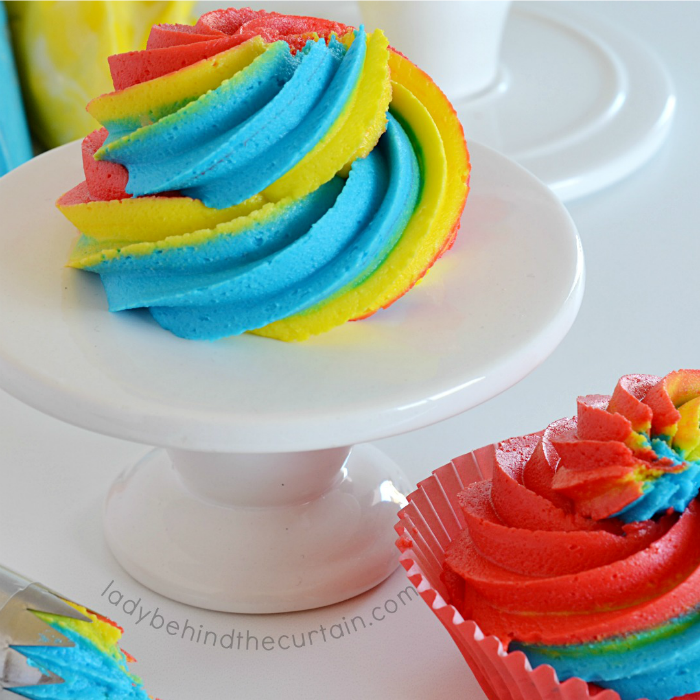 How to Swirl Multiple Colors of Frosting