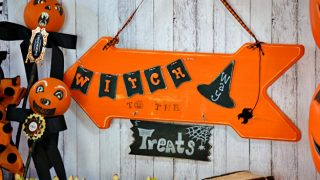 Witch Way To The Treats Halloween Sign