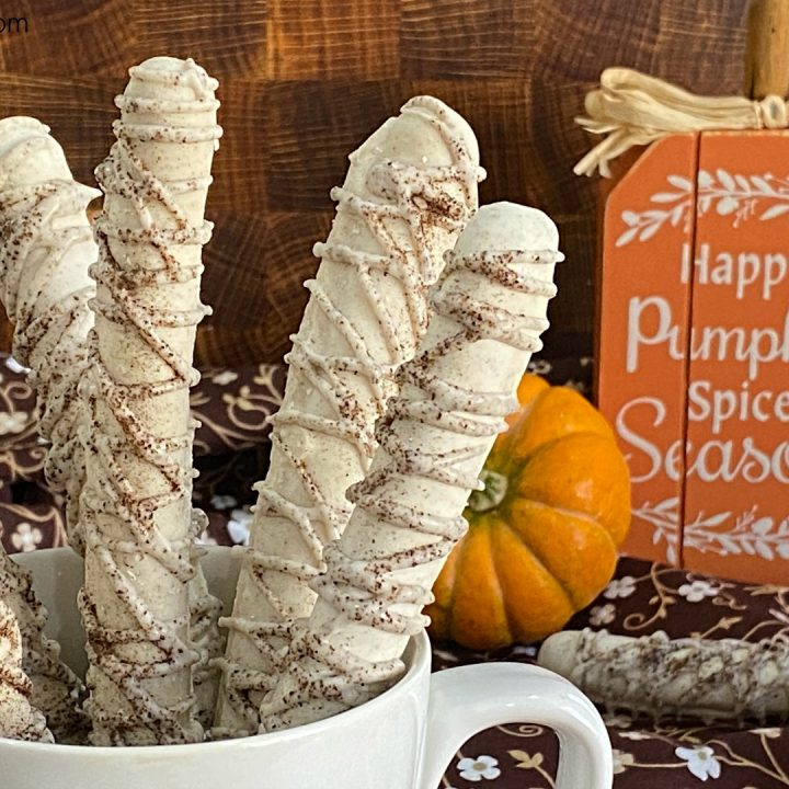 Pumpkin Latté Decorated Pretzels
