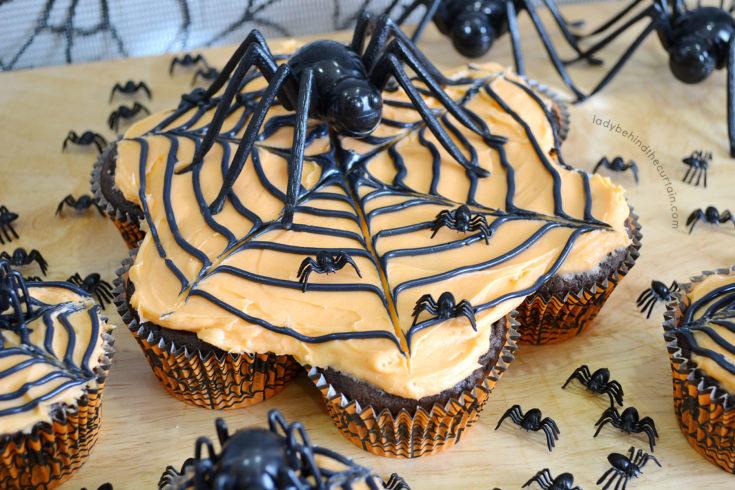 Momma Spider Halloween Pull Apart Cupcakes