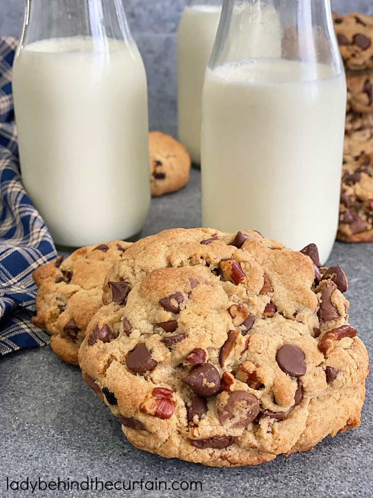 The Best Soft and Thick Chocolate Chip Cookies